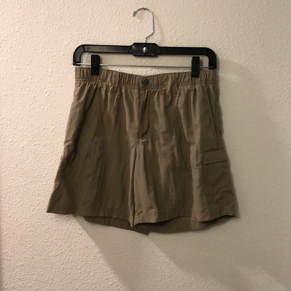 Columbia hiking shorts with multiple pockets